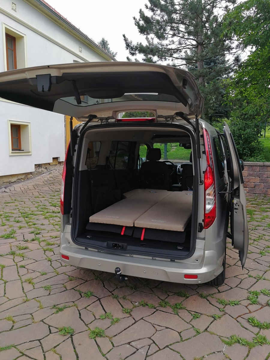 sleeping in the car ford tourneo connect. Black Bedroom Furniture Sets. Home Design Ideas