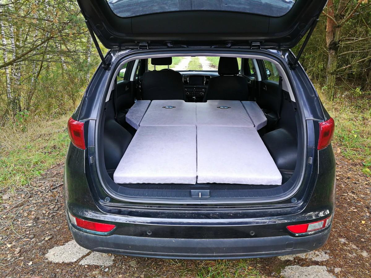 Sleeping in the car KIA Sportage 2017
