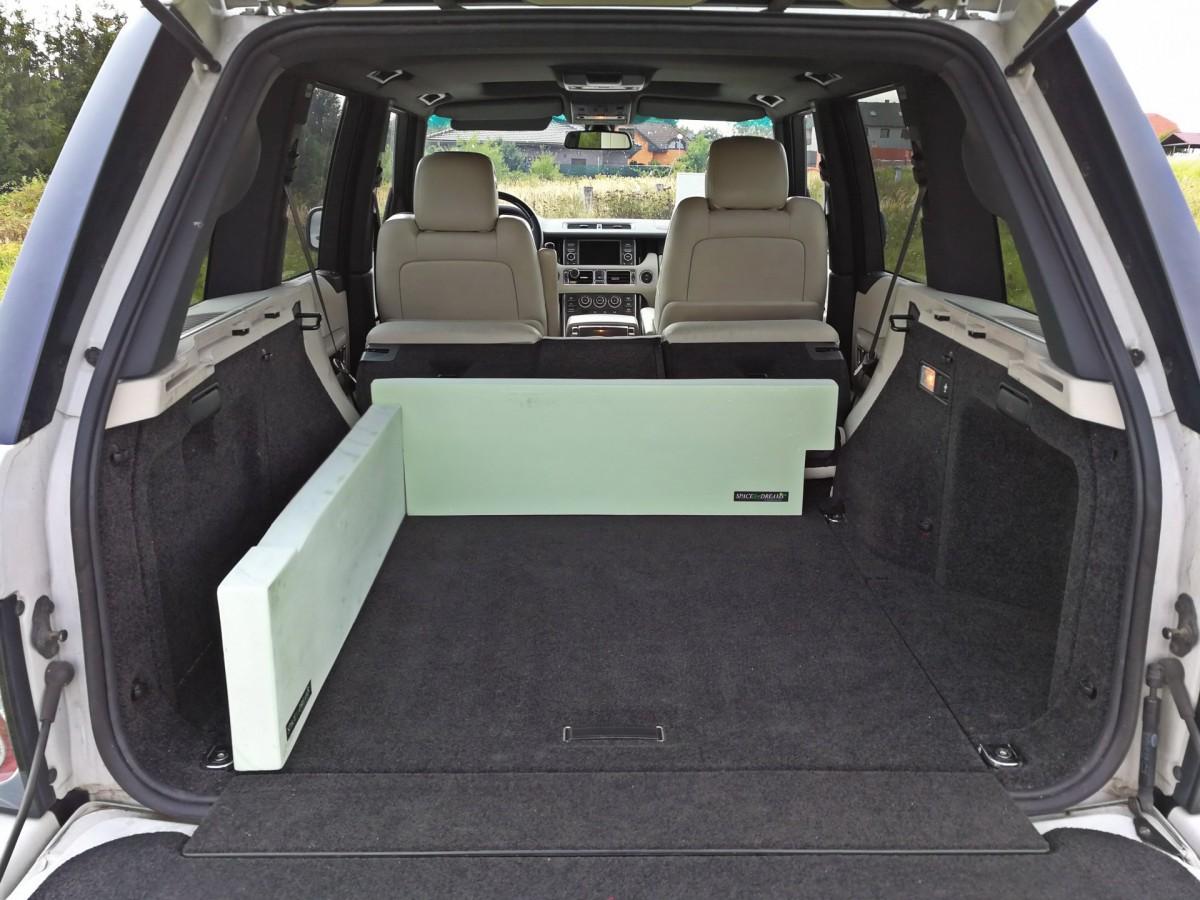 schlafen im auto range rover. Black Bedroom Furniture Sets. Home Design Ideas