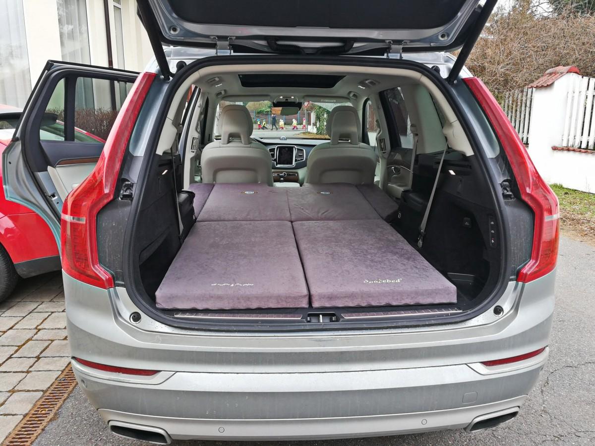 Sleeping in the car Volvo XC90