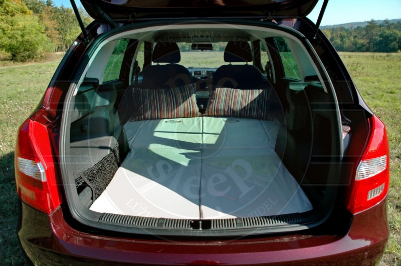 sleeping in the car skoda fabia combi. Black Bedroom Furniture Sets. Home Design Ideas
