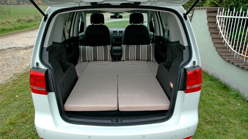 sleeping in the car volkswagen touran. Black Bedroom Furniture Sets. Home Design Ideas