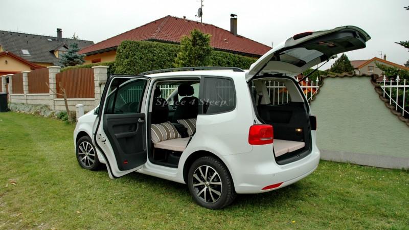 sleeping in the car volkswagen touran. Black Bedroom Furniture Sets. Home Design Ideas