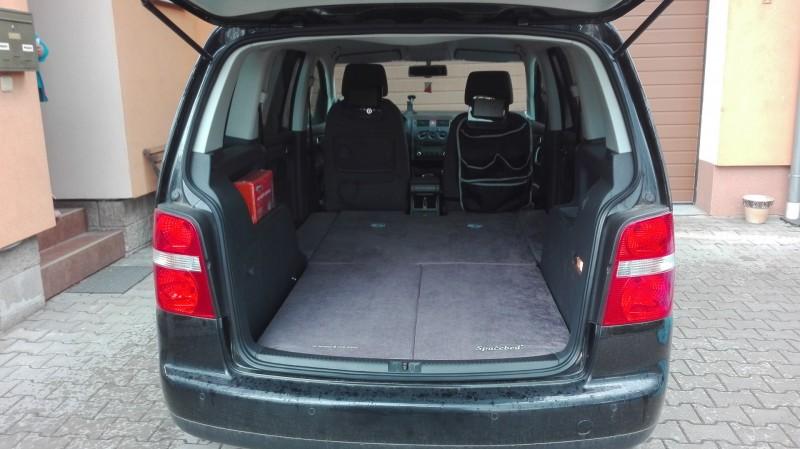 Volvo V60 Cross Country >> Sleeping in the car Volkswagen Touran